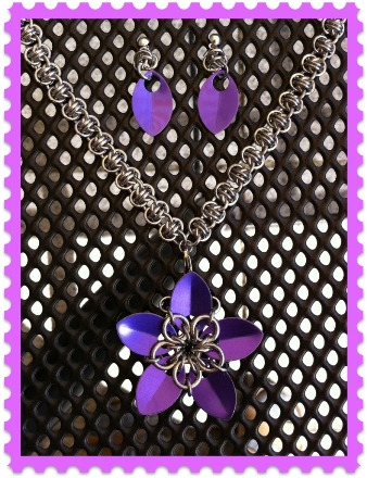 Scale-Flower-Necklace with matching earrings
